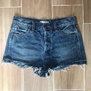 Free people Distressed cut off shorts size w26.